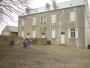 une journée à l'école d'autrefois dans GS-CP Trégarvan-pf-023-300x225