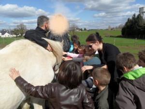 Le maréchal ferrant dans CP-CE1 (2011/2012) mar%C3%A9chal-cheval2-300x225