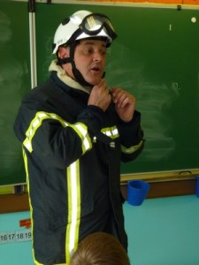 Visite chez les pompiers dans CP-CE1 (2011/2012) 03-04-6-225x300